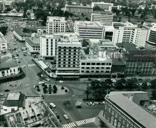 An aerial view of the centre of Nairobi showing the junction of Kenyatta Avenue with Hardinge Street. At the corner can be seen the new nine-storey New Stanley Hotel nearing completion/URITHI