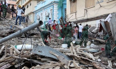Rescuers search for the missing after a building collapsed in Dar es Salaam on March 29, 2013/AFP