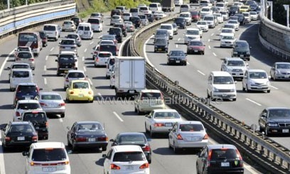File photo of motorists being caught in a traffic jam along a highway in Tokyo, on September 20, 2009/AFP