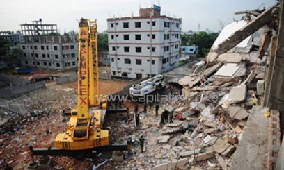 In this photograph taken on April 28, 2013, Bangladeshi Army use a crane to remove rubble near Dhaka/AFP