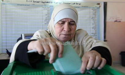 A Jordanian woman casts her ballot at a polling station in Amman on January 23, 2013/AFP