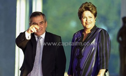 Brazilian President Dilma Rousseff (R) waits with Gilberto Carvalho, at Alvorada Palace, in Brasilia, September 2, 2013/AFP