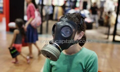 An Israeli girl tries on a gas mask at a distribution center in a shopping centre in Mevaseret Zion on the outskirts of Jerusalem on July 25, 2012/AFP