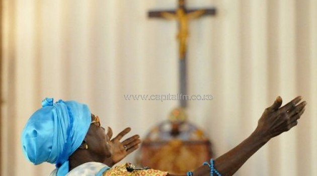 A woman prays on January 1, 2013 at the Bangui cathedral during a mass for peace/AFP