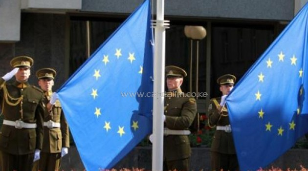 Security officials mounting EU flag/FILE