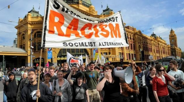 People rally against racism ahead of a planned anti-immigration and anti-Islam protest, in Melbourne on April 9, 2010/AFP