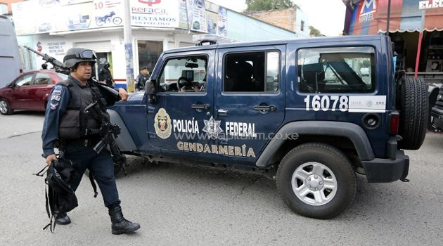 Mexican Federal Police patrol a street in Iguala, Guerrero state, Mexico on October 6, 2014/AFP