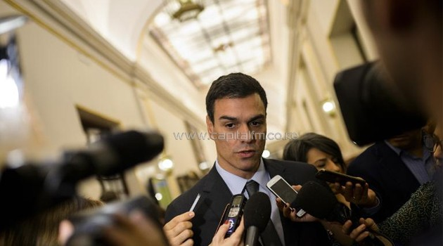 Secretary General of the Spanish Socialist Party Pedro Sanchez addresses journalists in Madrid on November 26, 2014/AFP