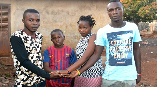 Orphan children (from L) Leno Emmanuel, Leno Ousmane Tamba, Leno Hawa and Leno Mathias, pose on January 12, 2016 at home in Conakry, Guinea  © AFP