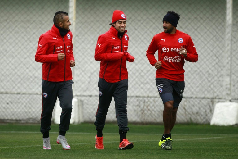 (From L) Chile's Arturo Vidal, Jorge Valdivia and Jean Beausejour jog during a training session at the Juan Pinto Duran sport complex in Santiago. PHOTO/AFP