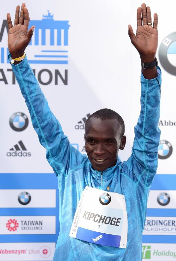 Winner Eliud Kipchoge on the podium of the Berlin Marathon on September 27, 2015. PHOTO/AFP