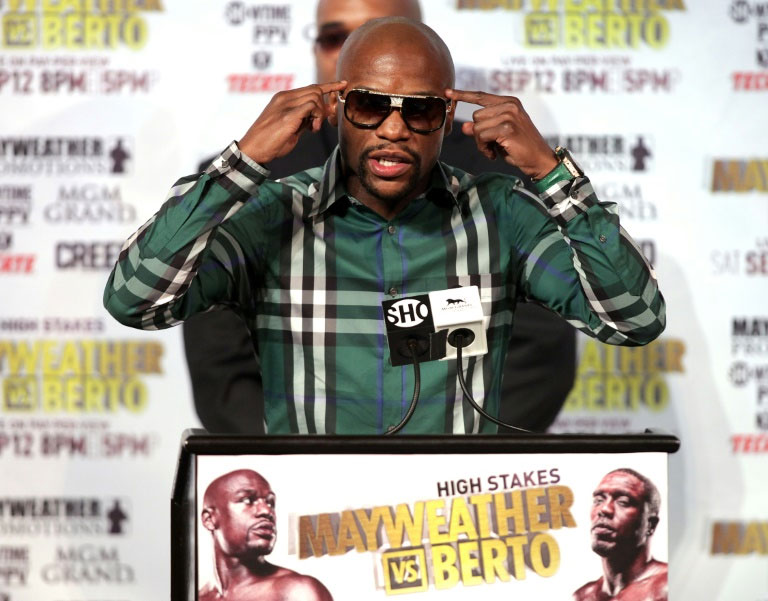 Floyd Mayweather Jr. (L) speaks during a press conference on September 9, 2015 at the MGM Grand in Las Vegas. PHOTO/AFP
