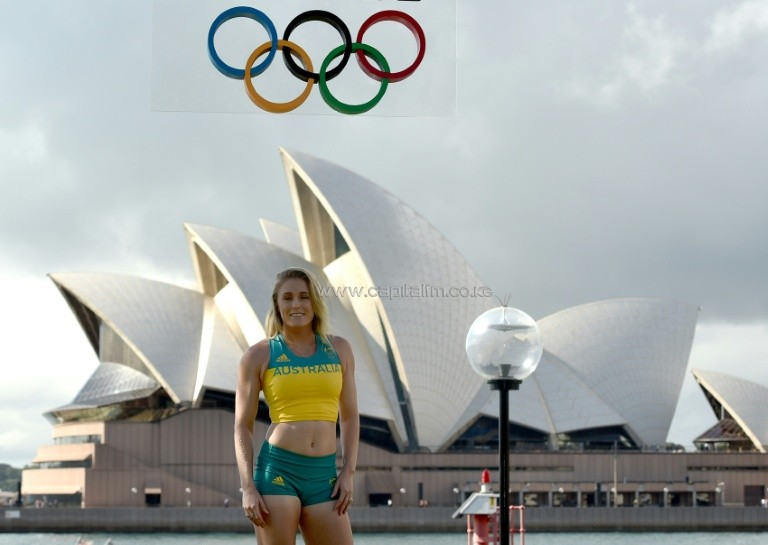 Australian Olympic hurdles champion Sally Pearson poses for photos by Sydney Harbour at in April 2016. PHOTO/AFP.