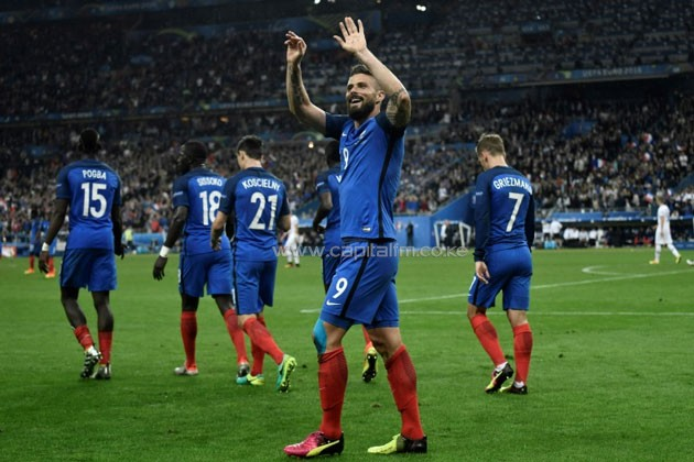 France's forward Olivier Giroud celebrates after scoring another goal during the Euro 2016 quarter-final football match between France and Iceland at the Stade de France in Saint-Denis, near Paris, on July 3, 2016.PHOTO/AFP