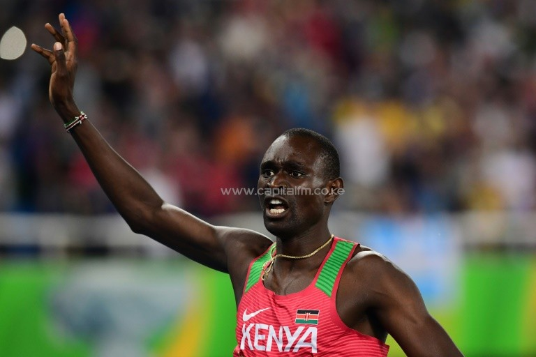 Kenya's David Rudisha timed 1min 42.15sec to become the first man in 52 years to defend the 800m title