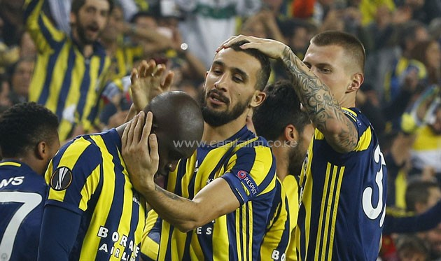 Sow is congratulated by his Fenerbahce team-mates after his early wondergoal gave his side the lead in Istanbul. PHOTO/Daily Mail