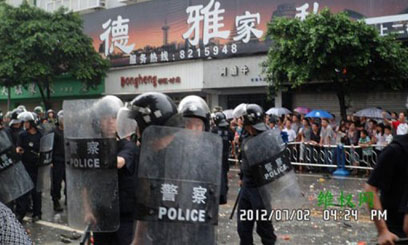 CHINESE-RIOT-POLICE