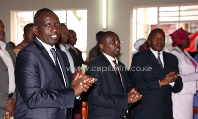 Deputy President William Ruto joins worshipers in singing a Hymn at ACK St. James Church, Buruburu during the 30th Anniversary Celebrations of the Church/DPPS