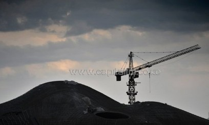 A tower crane at a construction site in Datong, north China's Shanxi province, on August 2, 2013/AFP