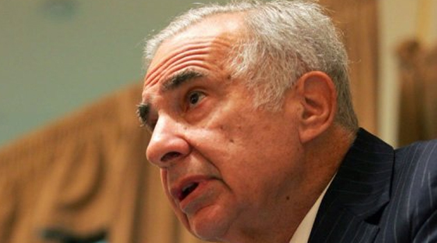 Carl Icahn speaks at a media conference on February 7, 2006 in New York City/AFP