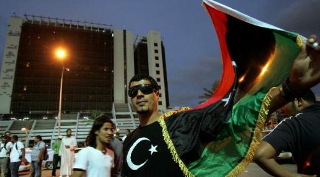 A Libyan protester waves his national flag in the eastern city of Benghazi on November 2, 2012 during a demonstration calling for greater autonomy for the Cyrenaica region/AFP