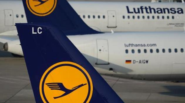 File picture shows planes flown by German airliner Lufthansa parked at Duesseldorf airport on March 13, 2014/AFP