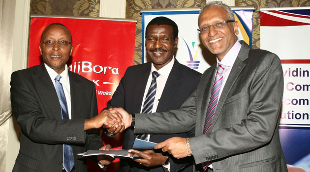 The Chief Executive Officers of Jamii Bora and Kenya Power, Samuel Kimani and Ben Chumo, respectively, signed the contract which was witnessed by Anwar Majid Hussein the CEO of Rapid Communication Limited/CFM NEWS