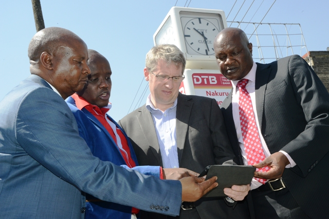 Nakuru County Governor Kinuthia Mbugua, Director of Digital Communications Dennis Itumbi and Liquid Telecom Kenya CEO Ben Roberts testing the Wi-Fi speeds during the launch of Bila Waya in Nakuru.