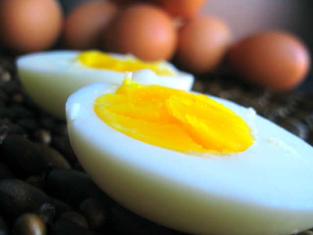 Why do hard-boiled eggs stink? - Capital Lifestyle