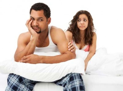 awkward-couple-bed_400x295_41