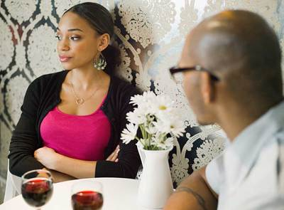 wpid-restaurant-couple-arguing-opt-400x295