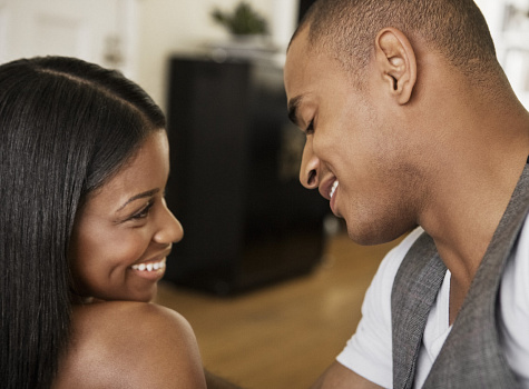 23 Ways a woman can make a man fall in love with her