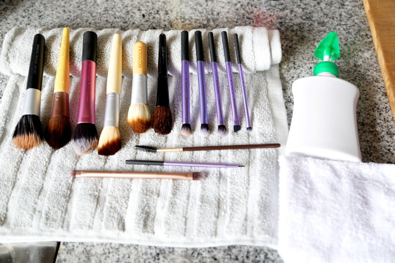 Tippy Tuesday - Cleaning makeup brushes