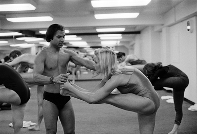 BEVERLY HILLS - 1982: Founder and teacher of Bikram Yoga, Bikram Choudhury assists actress Carol Lynley with the 'Standing Head to Knee Pose' at his yoga studio in Beverly Hills, California. (Joan Adlen/Getty Images)