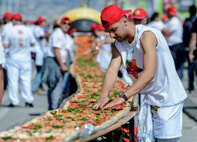 afp-naples-smashes-world-record-with-mile-long-margherita-pizza