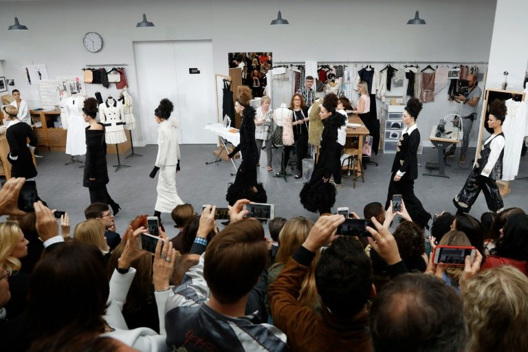 afp-chanel-gives-young-pretenders-a-lesson-in-haute-couture