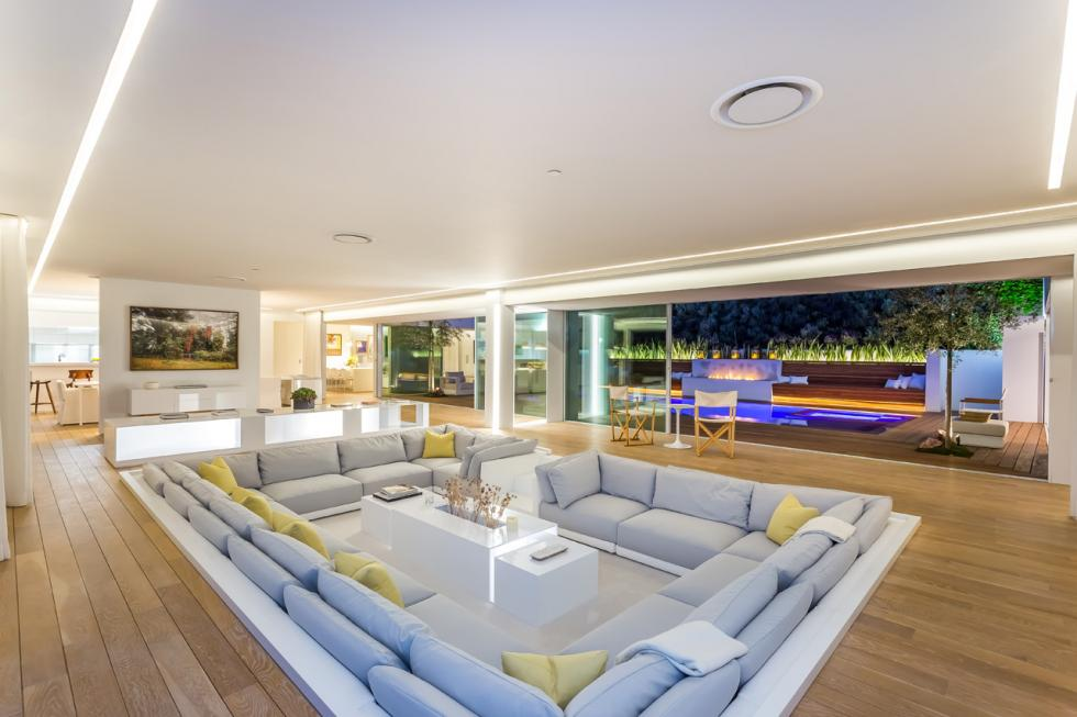 20190303 124124 7 - In need of a house? Orlando Bloom is selling his Beverly Hills bachelor pad