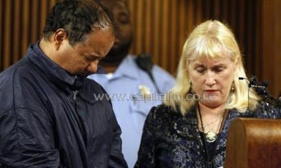 Ariel Castro (L) talks with his public defender, Kathleen DeMetz/AFP