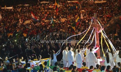 The World Youth Day cross is fixed on the stage for a prayer vigil with young Catholic pilgrims, at Copacabana beach in Rio de Janeiro, on July 27, 2013. Vatican spokesman Federico Lombardi said two million people turned up for the vigil with Pope Francis/AFP
