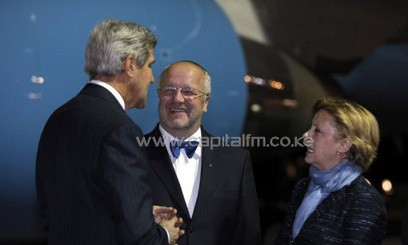 US Secretary of State John Kerry (L) is greeted by Lithuanian Defense Minister Juozas Olekas (C) and US Ambassador to Lithuania Deborah McCarthy upon arrival at Vilnius International Airport on September 7, 2013/AFP
