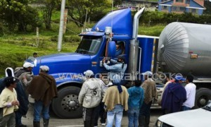 Colombian farmworkers stop a truck as they block the Bogota-Tunja highway, in Ventaquemada, Colombia, on August 20, 2013, to push their demands for aid to compensate for cheaper imports from the US under a free trade accord/AFP