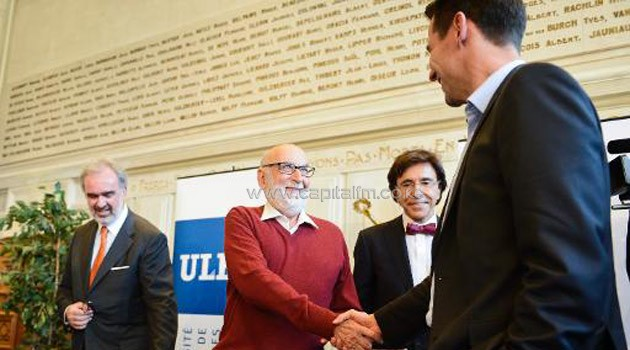Belgian theoretical physicist Francois Englert (second left) attends a press conference after winning the 2013 Nobel Prize in Physics, on October 8, 2013 at the ULB Universite Libre de Bruxelles/AFP