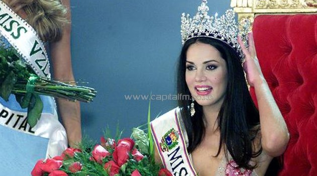 Monica Spear poses after being elected Miss Venezuela, in Caracas, on September 23, 2004/AFP