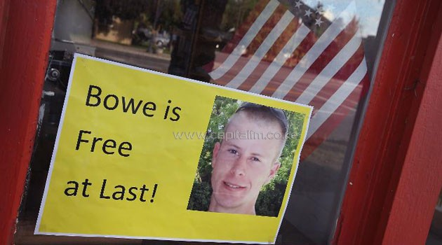 A sign announcing the release of Bowe Bergdahl in the window of a store on June 1, 2014 in Hailey, Idaho/AFP
