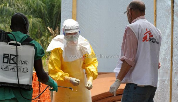 Doctors covered to prevent themselves from contracting ebola virus/FILE