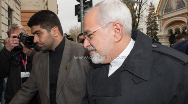 Iranian Foreign Minister Mohammad Javad Zarif (R) arrives at the Iranian Embassy during the 5+1 talks in Vienna on November 18, 2014/AFP