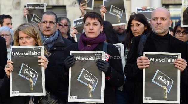French journalists of the regional newspaper La Marseillaise gather holding the frontpage of their newspaper for observing a minute of silence in Marseille. Photo/ AFP