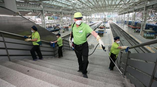 Workers disinfect a railway station in Seoul on June 7, 2015 as the country reported its fifth death from MERS/AFP