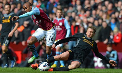 Aston Villa's English midfielder Fabian Delph (left) vies with Liverpool's Brazilian midfielder Lucas Leiva during the English Premier League match at Villa Park in Birmingham, England on March 31, 2013, which Liverpool won 2-1/AFP