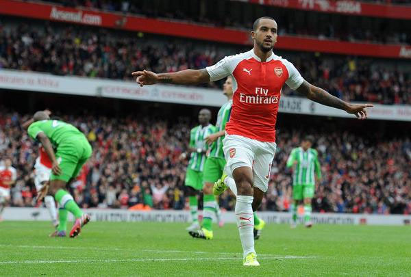 Arsenal's Theo Walcott celebrates after scoring during an Emirates Cup soccer match between Arsenal and VFL Wolfsburg at the Emirates Stadium in London, Britain, 26 July 2015. PHOTO/AFP